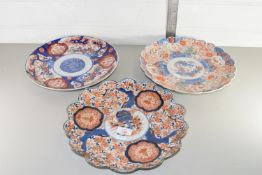 THREE HAND FINISHED ORIENTAL PLATES, EACH DIAM APPROX 31CM