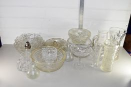 QTY OF GLASS WARES INCLUDING FRUIT BOWLS ETC