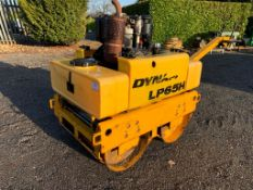 Vibrating roller Twin drum Starts runs drives and vibrate