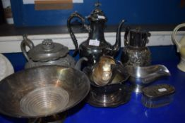 MIXED LOT: VARIOUS METAL WARES COMPRISING SILVER PLATED COFFEE POT, HOT WATER JUG, SILVER PLATED