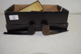 COLLECTION OF VARIOUS TOBACCO SMOKING PIPES TO INCLUDE CASED SILVER BANDED EXAMPLES