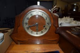 EARLY 20TH CENTURY MAHOGANY CASED MANTEL CLOCK WITH INLAID DETAIL