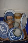BOX OF MIXED CERAMICS TO INCLUDE VARIOUS PLATES, DECORATED JUGS ETC