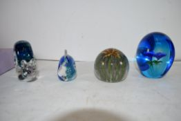 GROUP OF ART GLASS WARES COMPRISING TWO PAPERWEIGHTS, A CAITHNESS CRYSTAL FISH AND A WEDGWOOD SNAIL