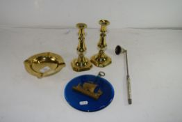MIXED LOT: BLUE GLASS WALL PLAQUE MOUNTED WITH A BRASS SHIP, TOGETHER WITH BRASS CANDLESTICKS, BRASS