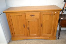 MODERN LIGHT OAK SIDEBOARD WITH SINGLE DRAWER AND THREE PANELLED DOORS, 35CM WIDE
