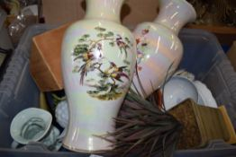 BOX OF VARIOUS TO INCLUDE LARGE SADLER POTTERY VASE, MODERN TOBY JUG ETC