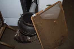 MIXED LOT COMPRISING COPPER FIRE BUCKET FORMED AS A CAULDRON, AN IRON FIRE GRATE AND A SPARK GUARD