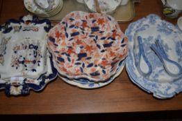 MIXED LOT: CERAMICS TO INCLUDE 19TH CENTURY MASONS IRONSTONE PEDESTAL DISH, JOHNSON BROS BLUE AND