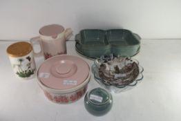 MIXED LOT: HORNSEA TEA POT, HORNSEA CASSEROLE DISH, DENBY DINNER PLATES AND HORS D'OEUVRES DISH