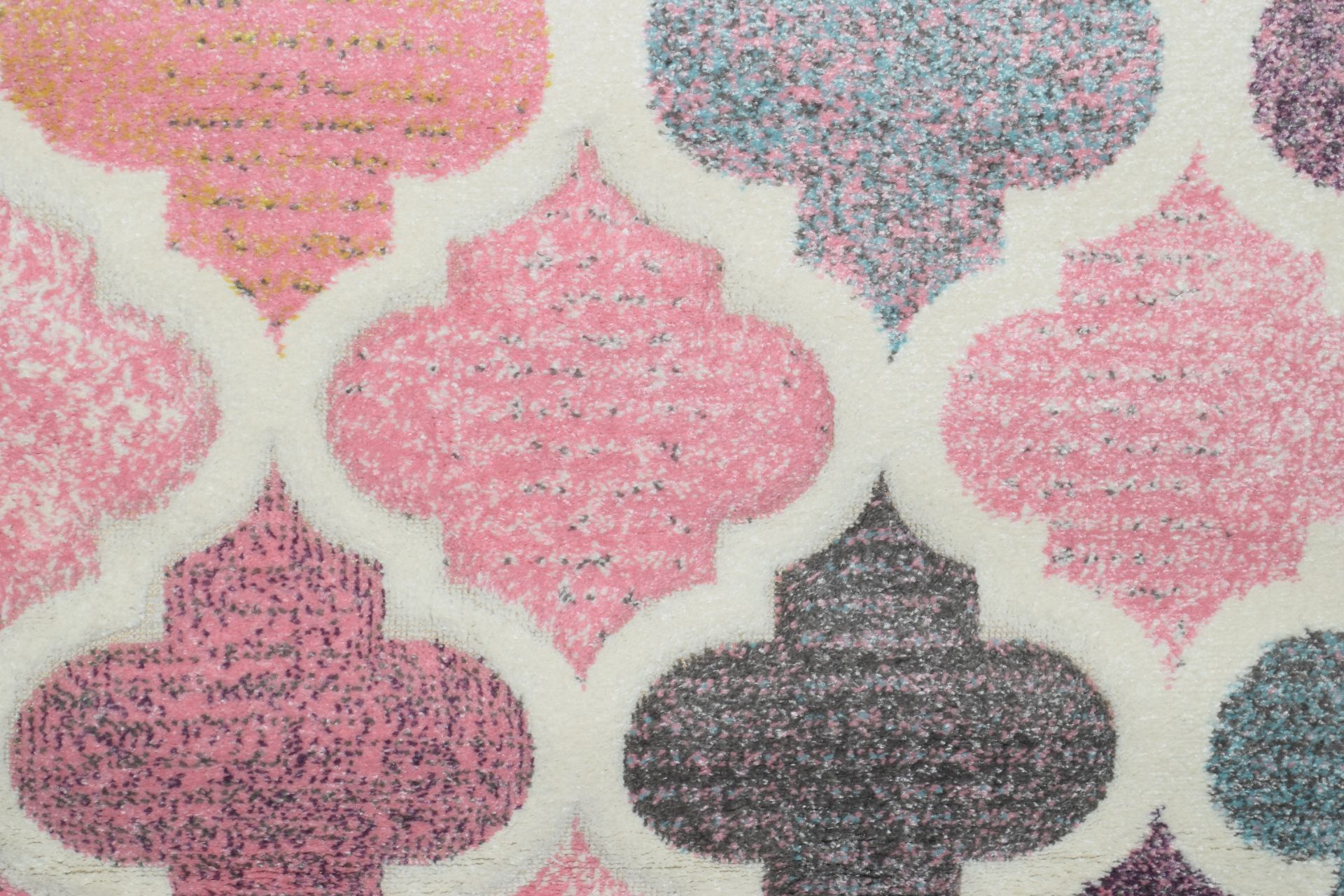 Macclesfield pink rug, 120 x 170cm - Image 2 of 2
