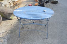 VINTAGE FOLDING GARDEN TABLE WITH METAL LEGS AND A TIMBER TOP, WIDTH APPROX 110CM
