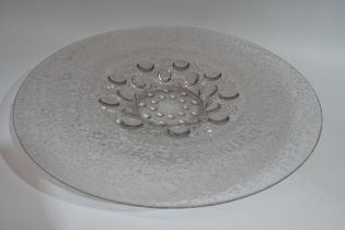 Large glass charger in Lalique style, the centre with bubbled design within a frosted glass