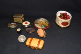 Mixed lot comprising a Ralph W Cowan memorial porcelain rosary box, together with a further metal