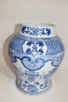 Large Chinese porcelain jar decorated with a blue and white design in Kangxi style, 33cm high