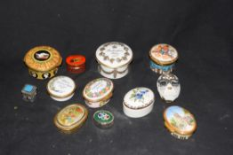 Mixed lot various small trinket and pill boxes, to include a Hungarian Herend porcelain example,