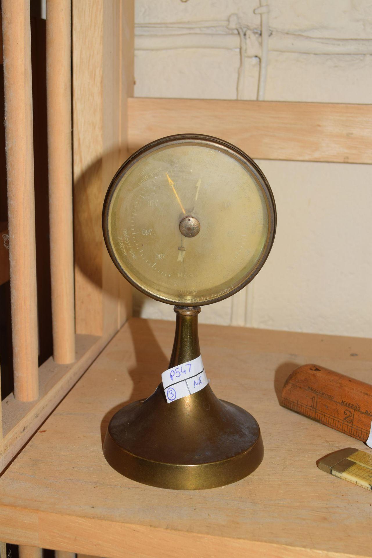 C P Goerz Berlin, early 20th century brass mounted desk barometer, 17cm high - Image 2 of 4