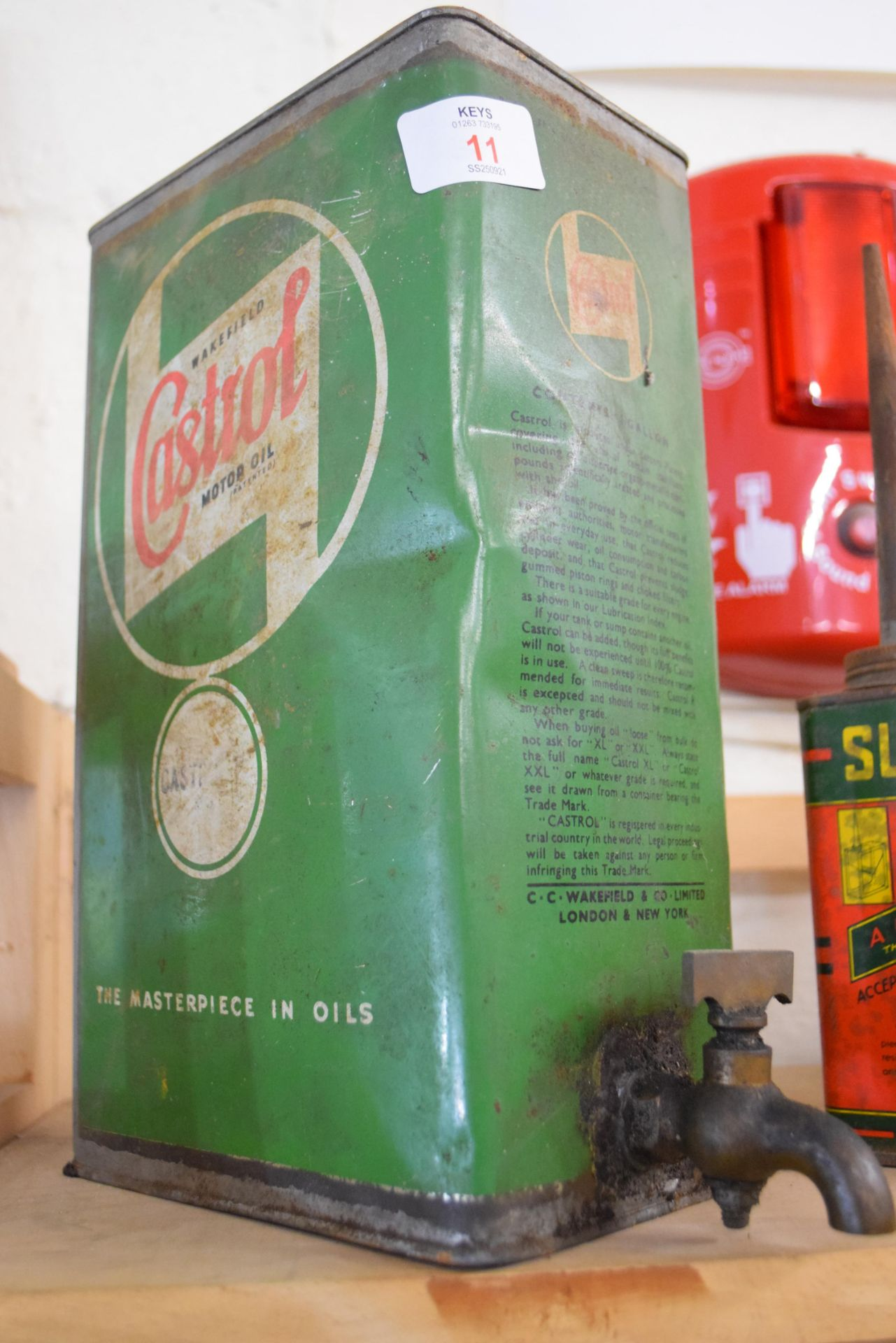 Selection of oil cans, one marked Castrol Motor Oil plus two others - Image 2 of 4