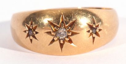 Early 20th century 18ct gold and three stone diamond ring featuring three graduated small