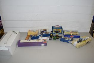BOX OF MIXED MODERN TOY VEHICLES TO INCLUDE A MODEL CADILLAC