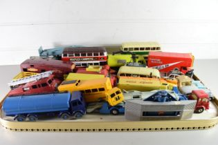TRAY OF DINKY AND CORGI TOYS TO INCLUDE BEDFORD PALLET VAN, FODEN LORRY, FIRE ENGINE, HORSEBOX ETC,