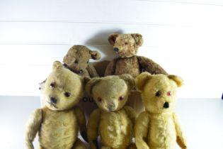 BOX OF VINTAGE TEDDY BEARS