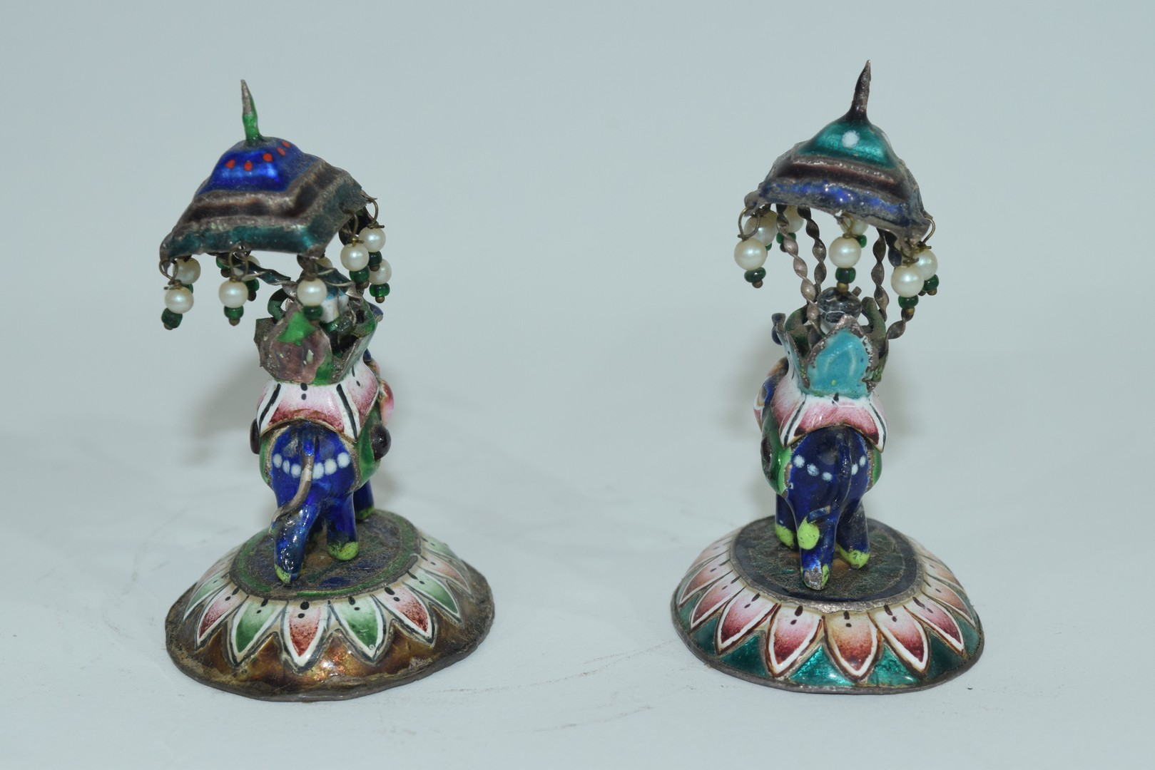 Two enamel Indian elephants with howdahs and a pill box - Image 7 of 9