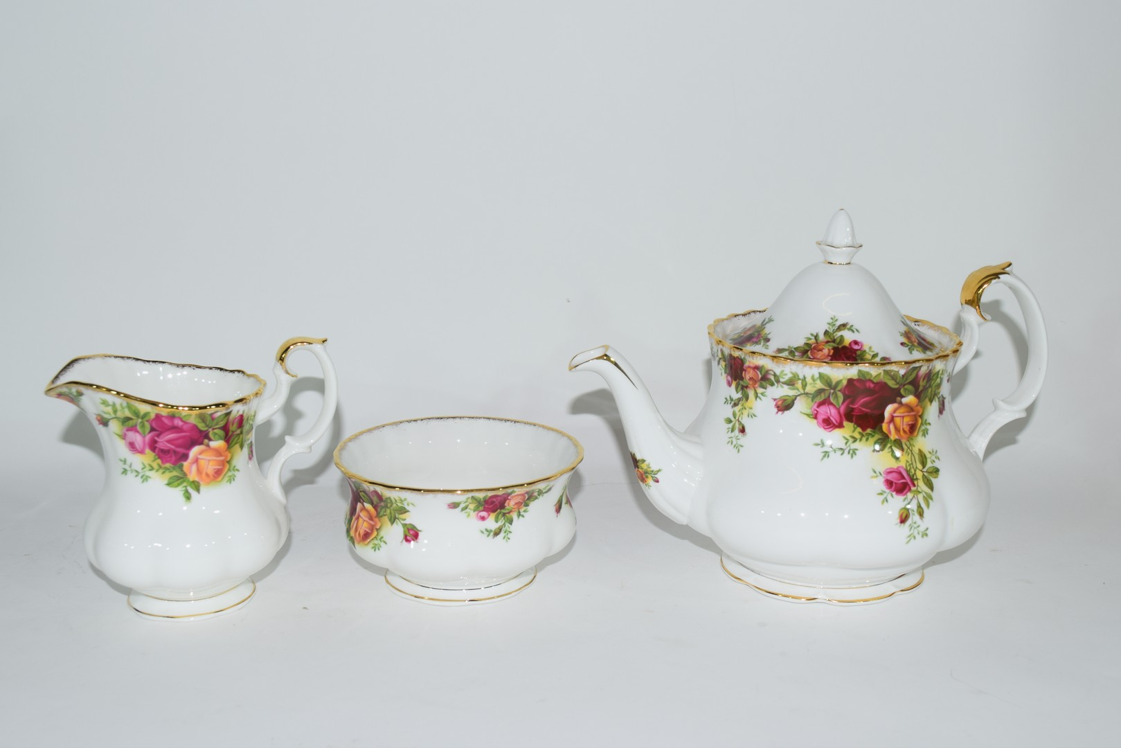 Royal Albert tea set in the Old Country Roses pattern - Image 2 of 4