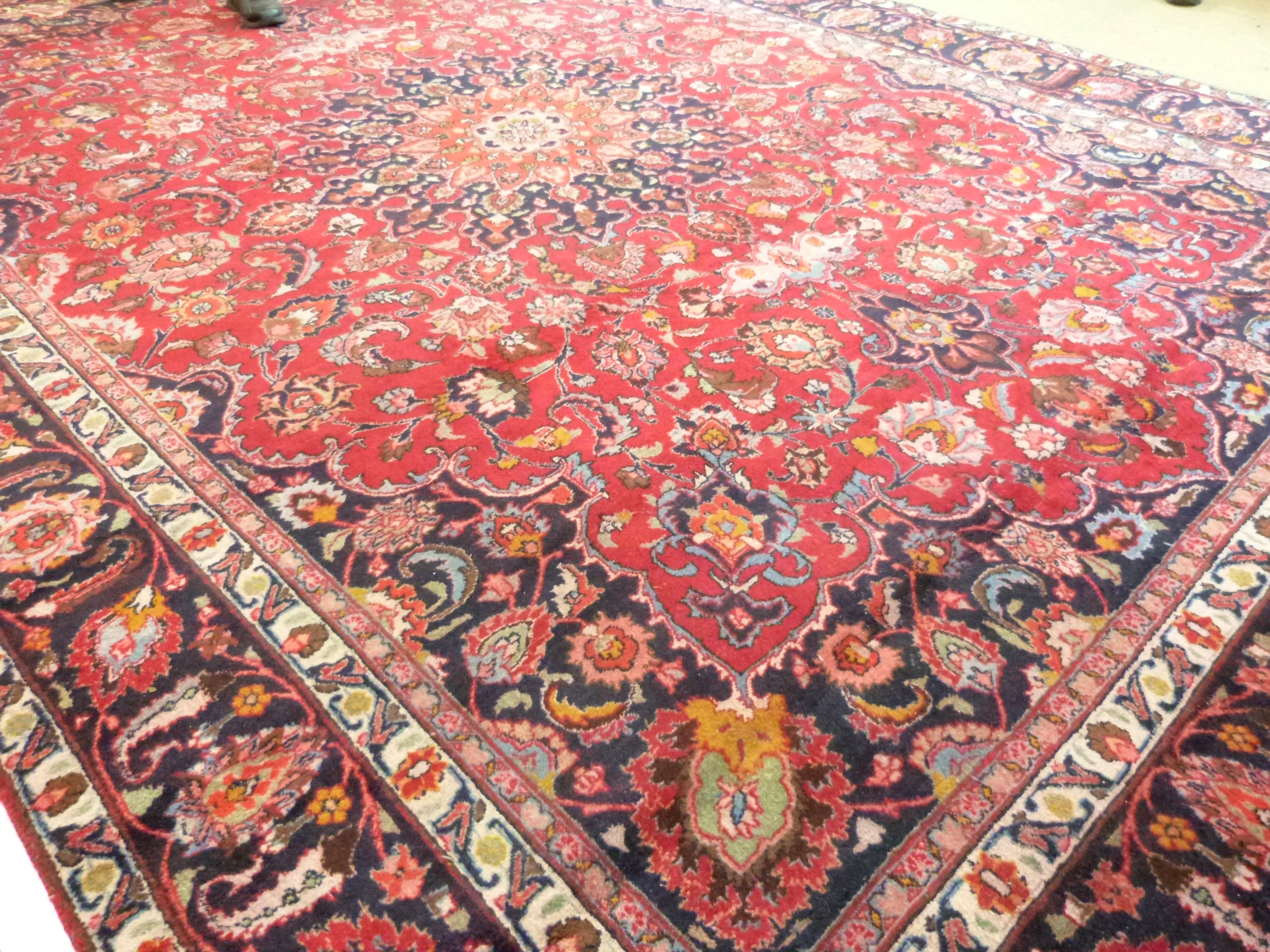 Large red ground Persian Mashad Carpet, mutlicoloured with traditional design 388cm x 270cm approx - Image 5 of 7