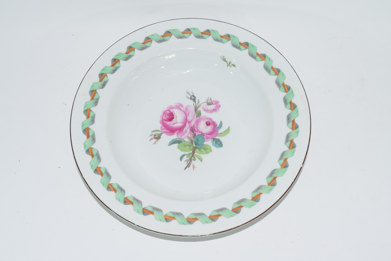 Berlin porcelain bowl decorated with central spray of roses - Image 2 of 3