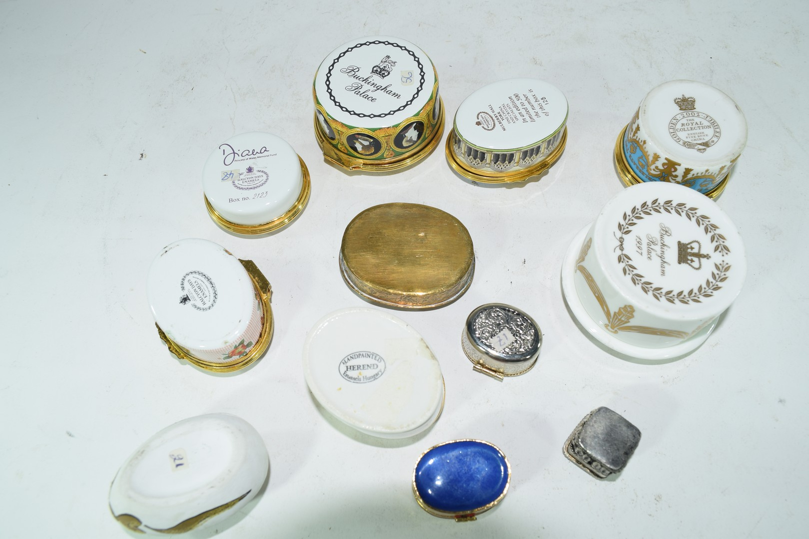 Mixed lot various small trinket and pill boxes - Image 4 of 6