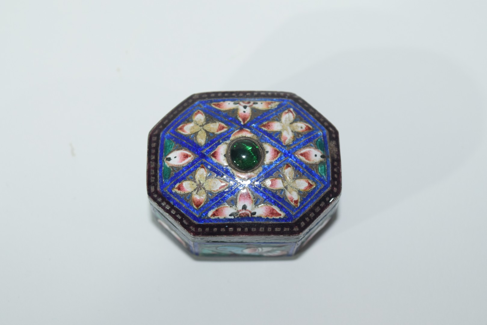 Two enamel Indian elephants with howdahs and a pill box - Image 3 of 9