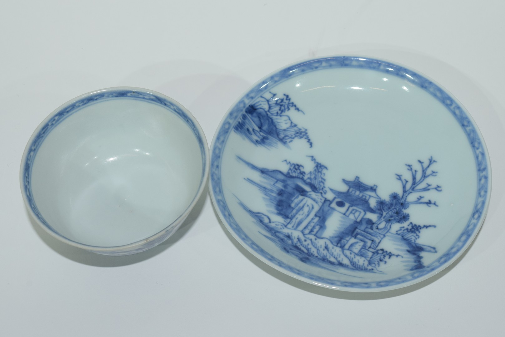 18th century Chinese porcelain Nanking Cargo tea bowl and saucer - Image 5 of 15