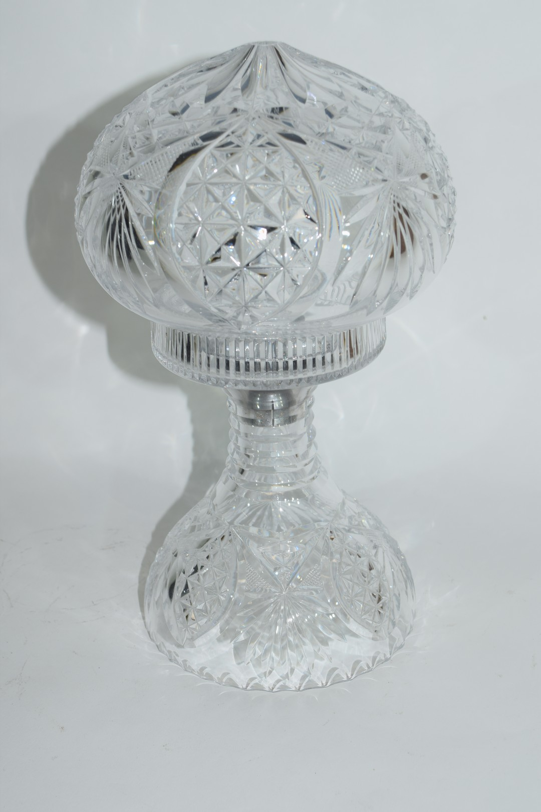 Cut glass lamp and shade - Image 3 of 5