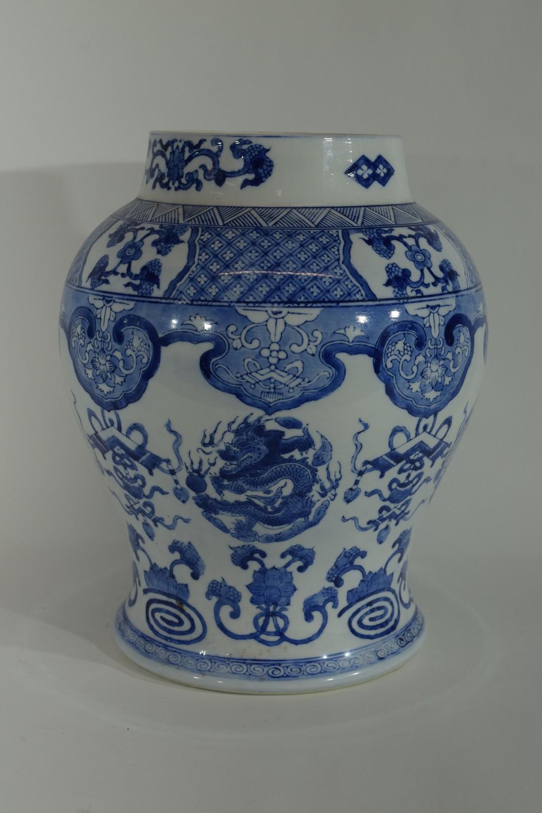 Large Chinese porcelain jar - Image 2 of 7