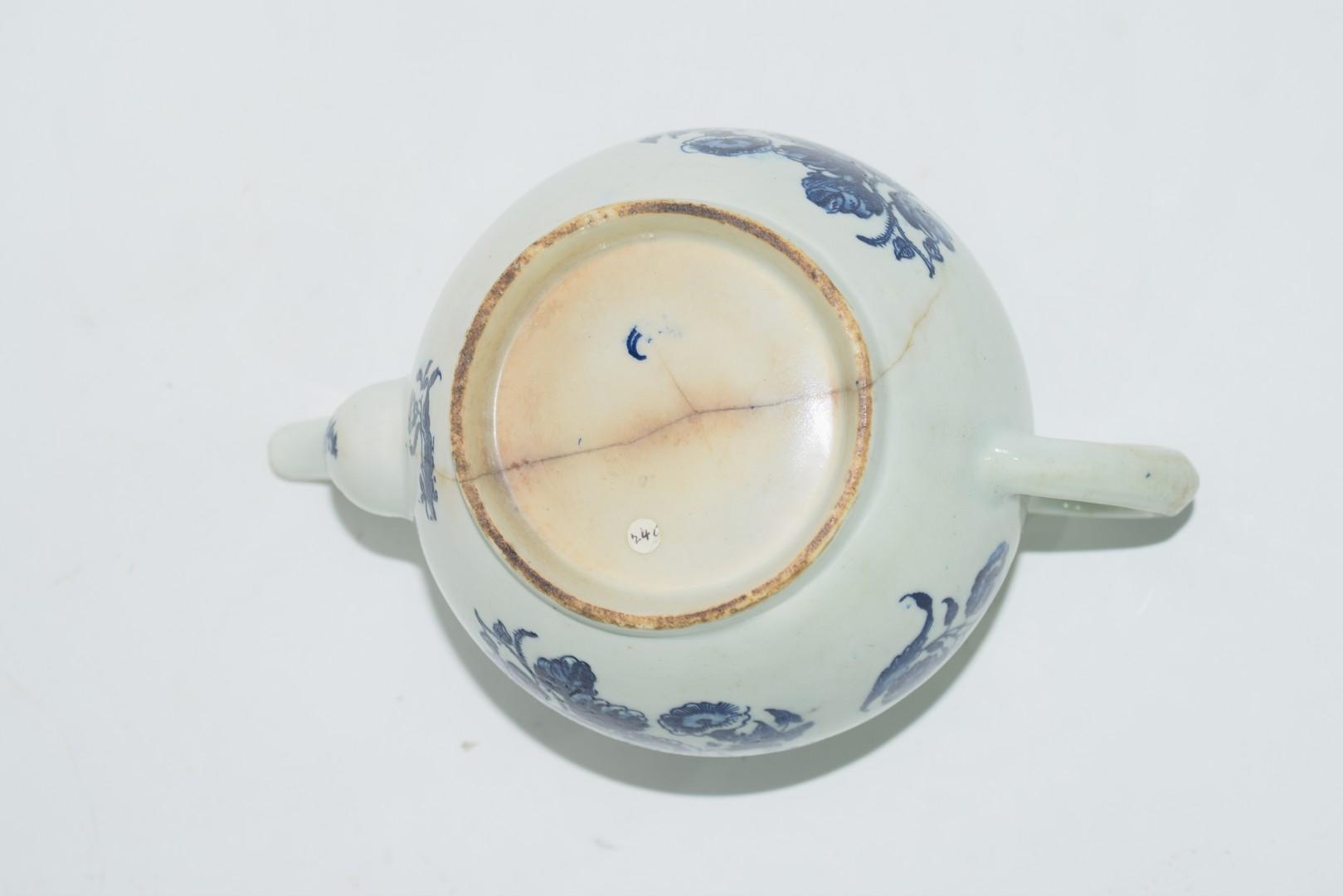 18th century Lowestoft porcelain teapot - Image 7 of 8