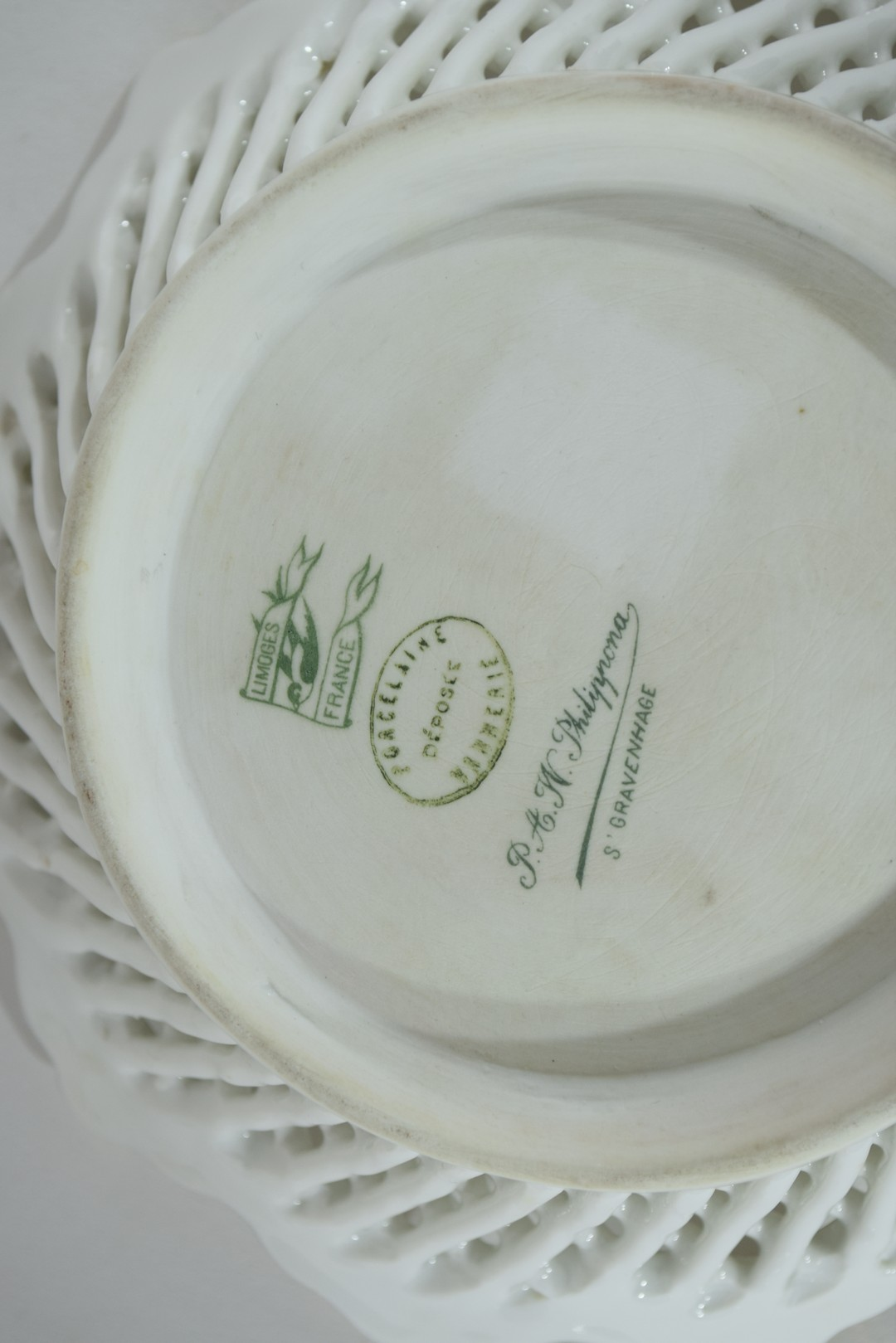 Group of Continental porcelains including a Vienna style cup and saucer - Image 7 of 12