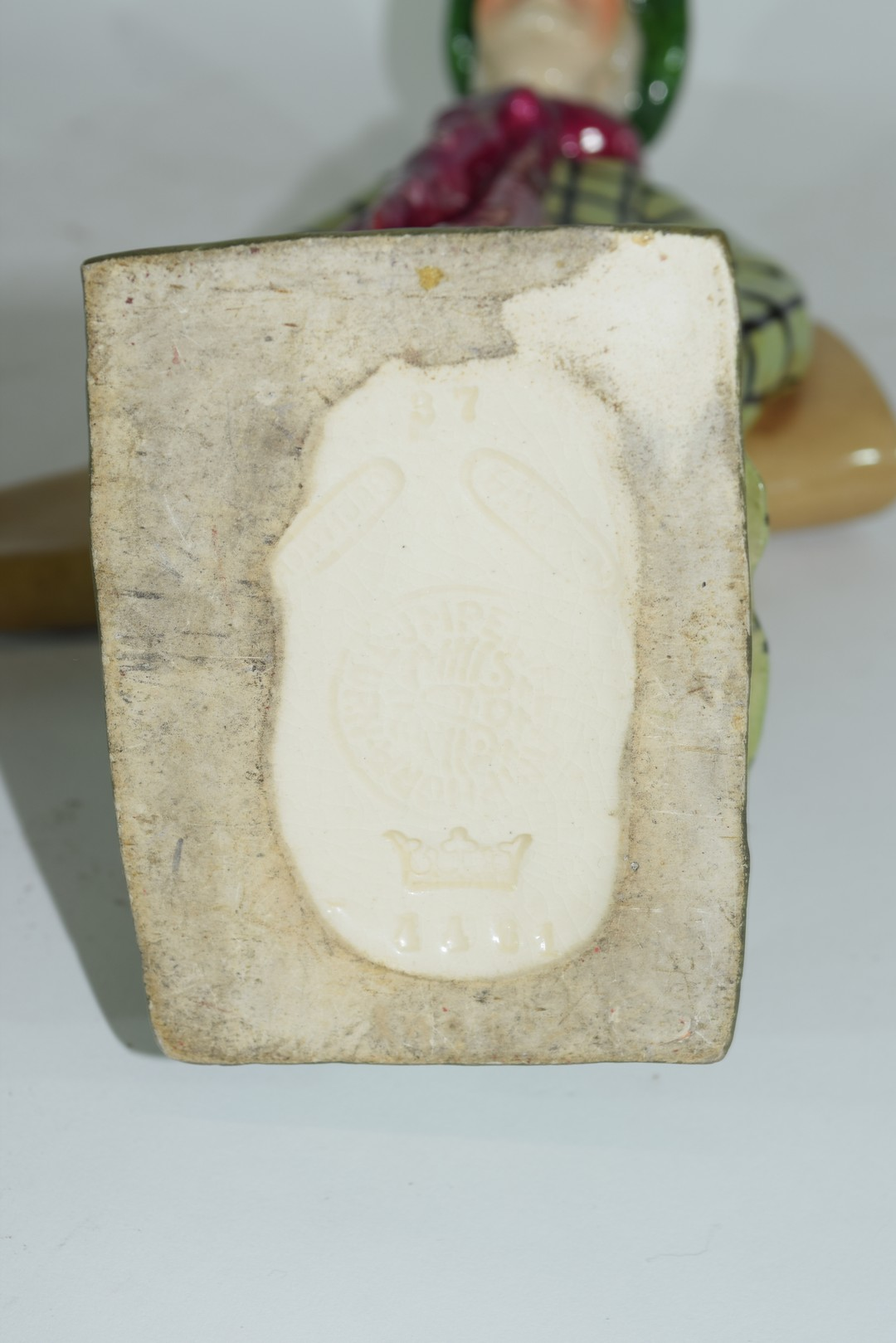 An amphora pottery model of a golfer - Image 5 of 5
