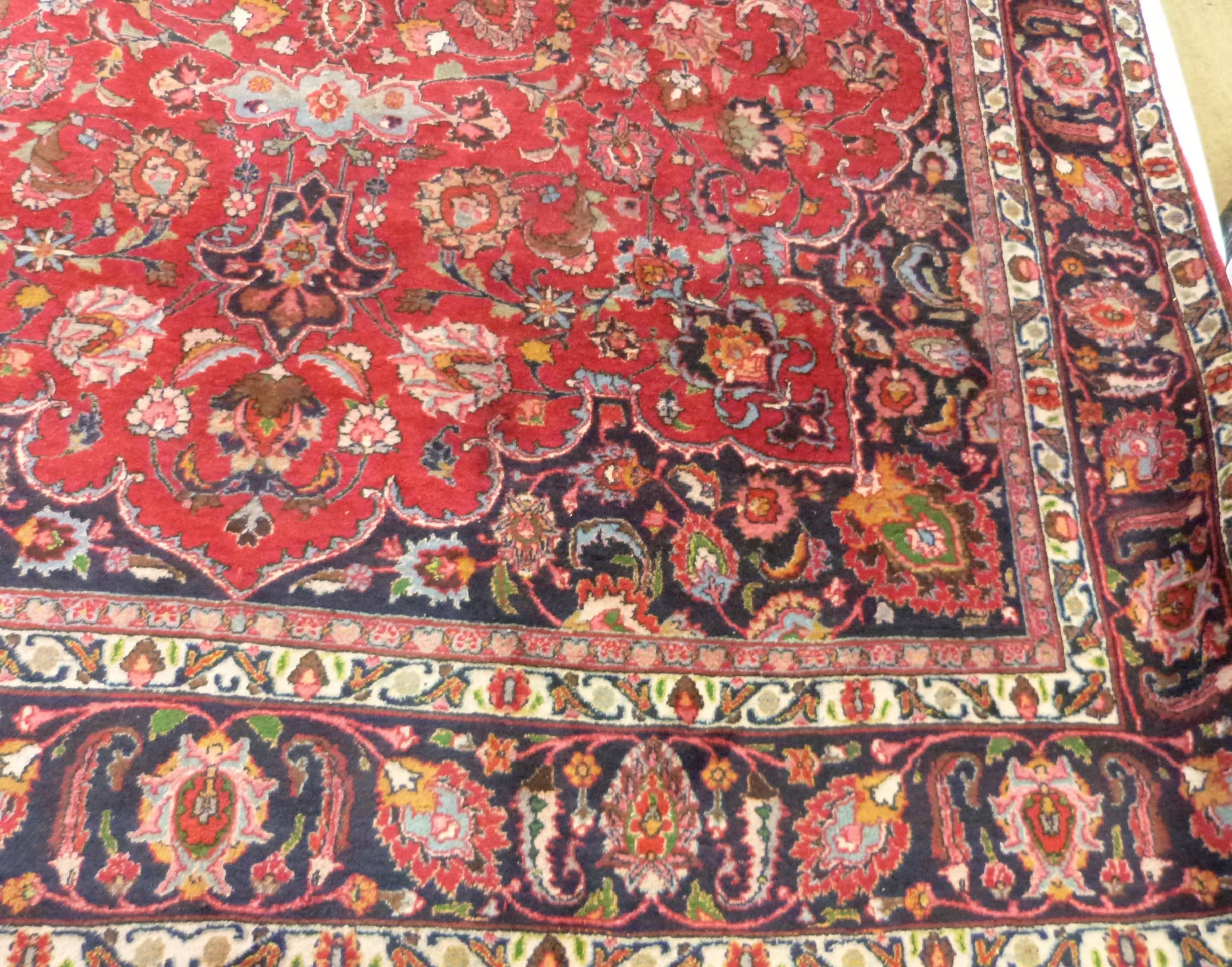 Large red ground Persian Mashad Carpet, mutlicoloured with traditional design 388cm x 270cm approx - Image 3 of 7