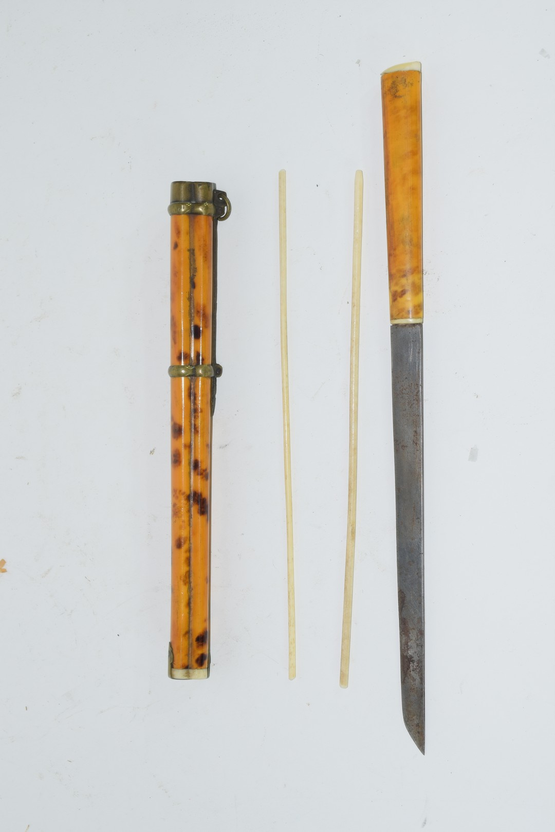 Japanese lacquered wooden carrying set for two chopsticks - Image 3 of 3