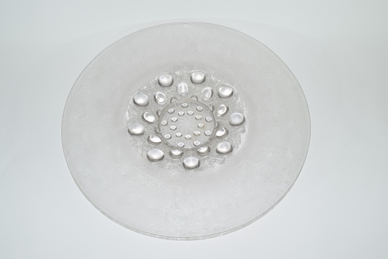 Large glass charger in Lalique style, - Image 2 of 4