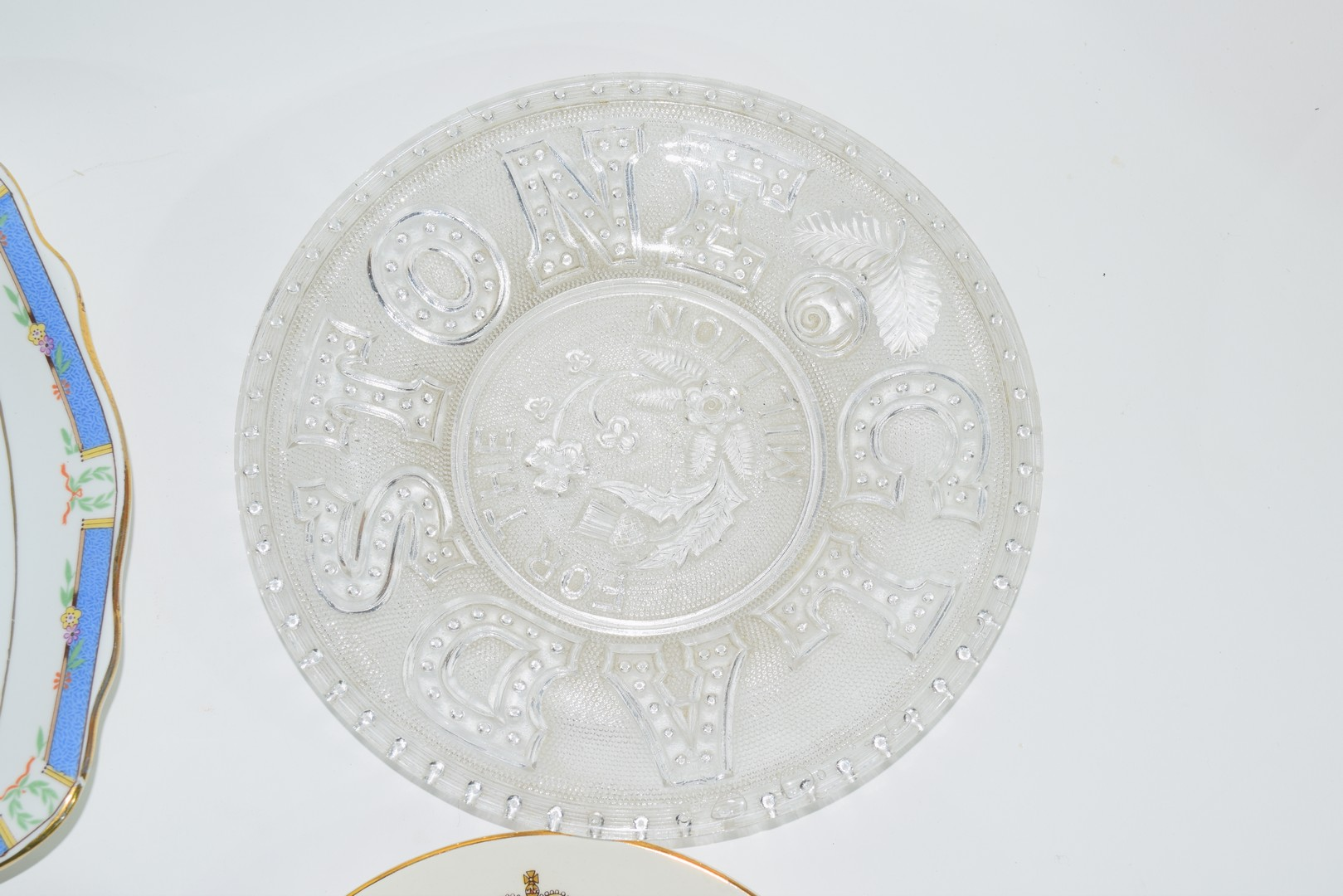 Group of decorative plates including a Paragon commemorative plate - Image 6 of 7