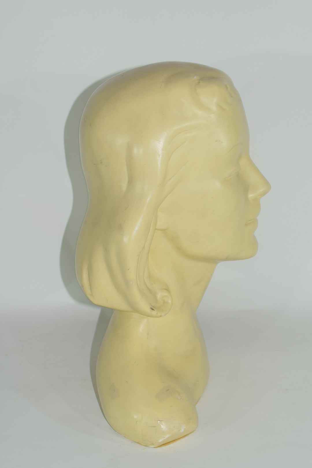 Plaster Art Deco bust of the head and shoulders of a young girl - Image 4 of 5