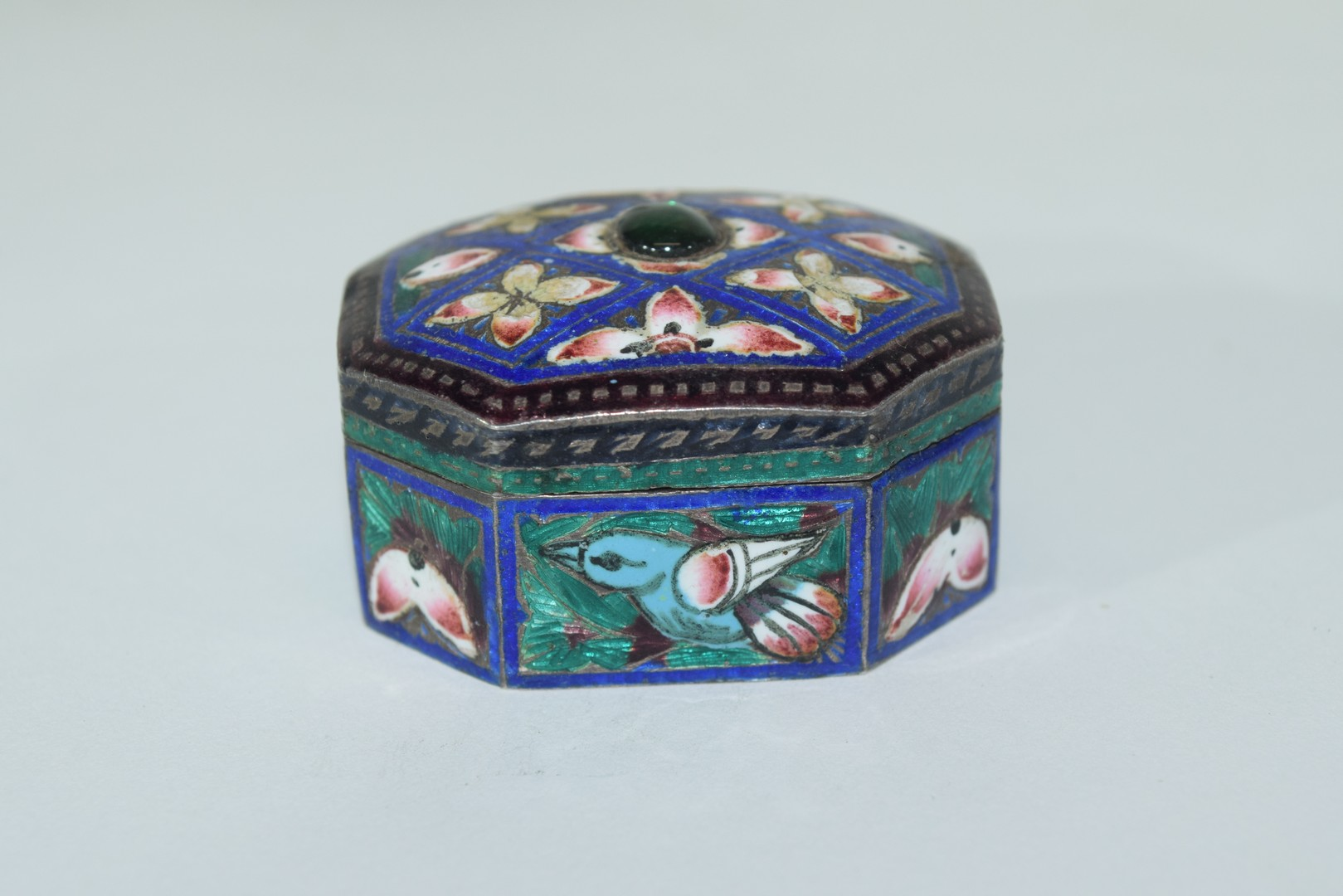 Two enamel Indian elephants with howdahs and a pill box - Image 5 of 9