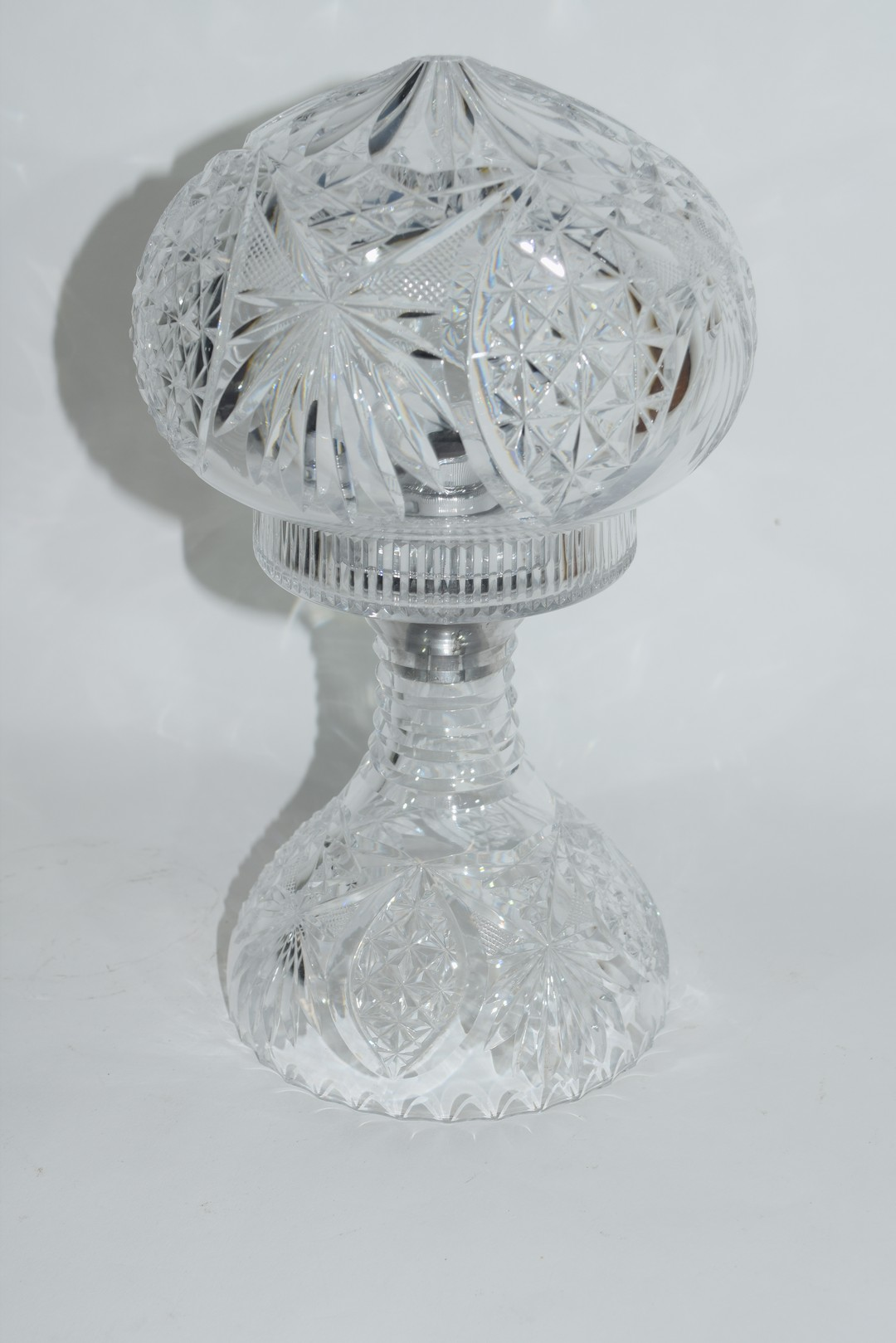 Cut glass lamp and shade - Image 4 of 5