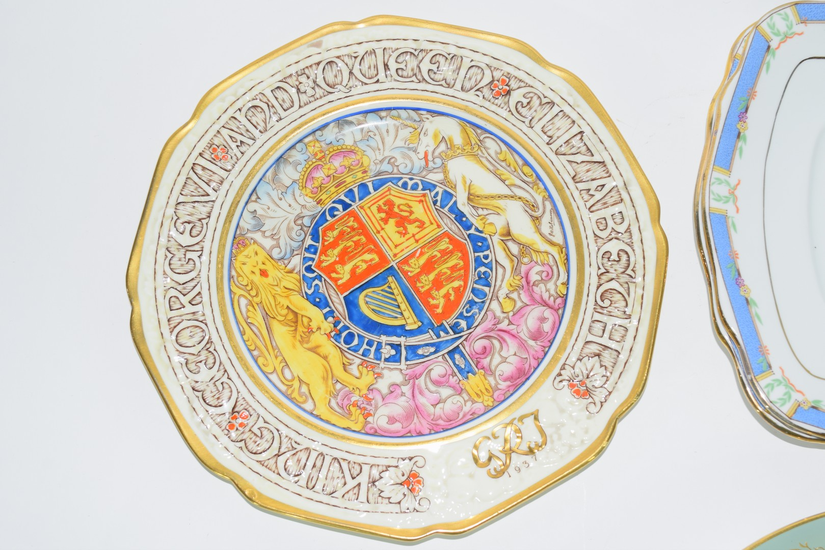 Group of decorative plates including a Paragon commemorative plate - Image 4 of 7