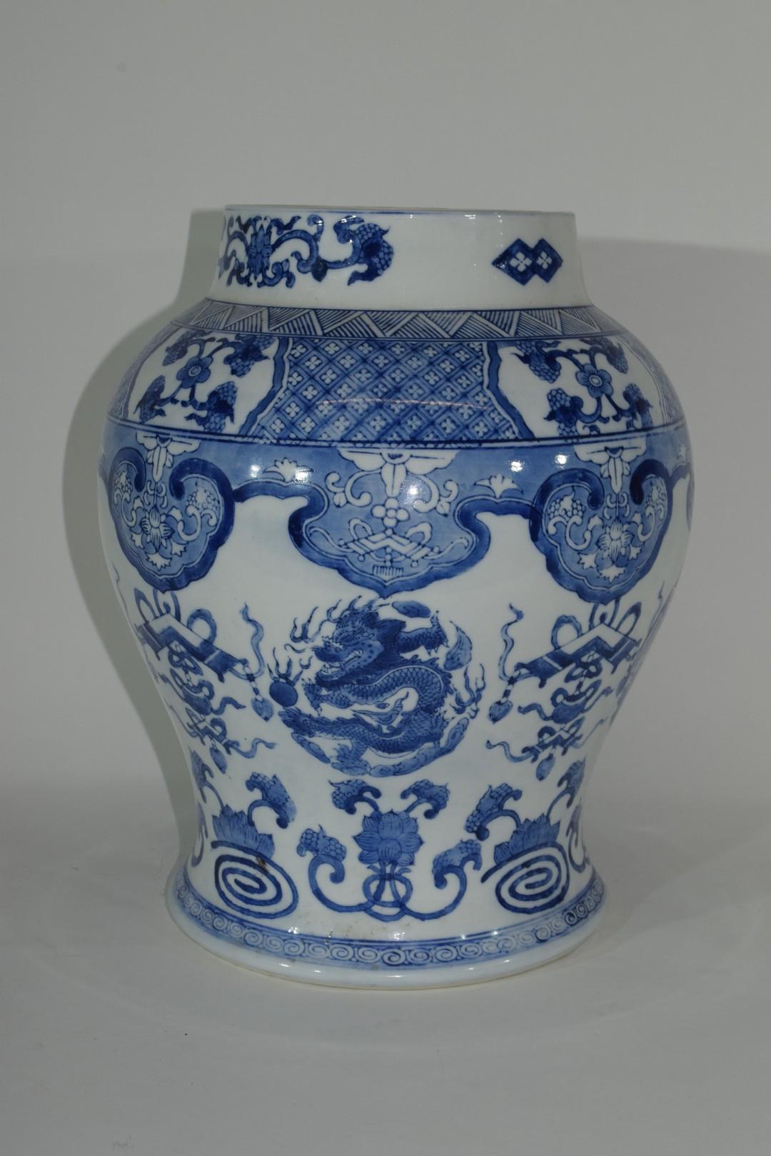 Large Chinese porcelain jar - Image 3 of 7