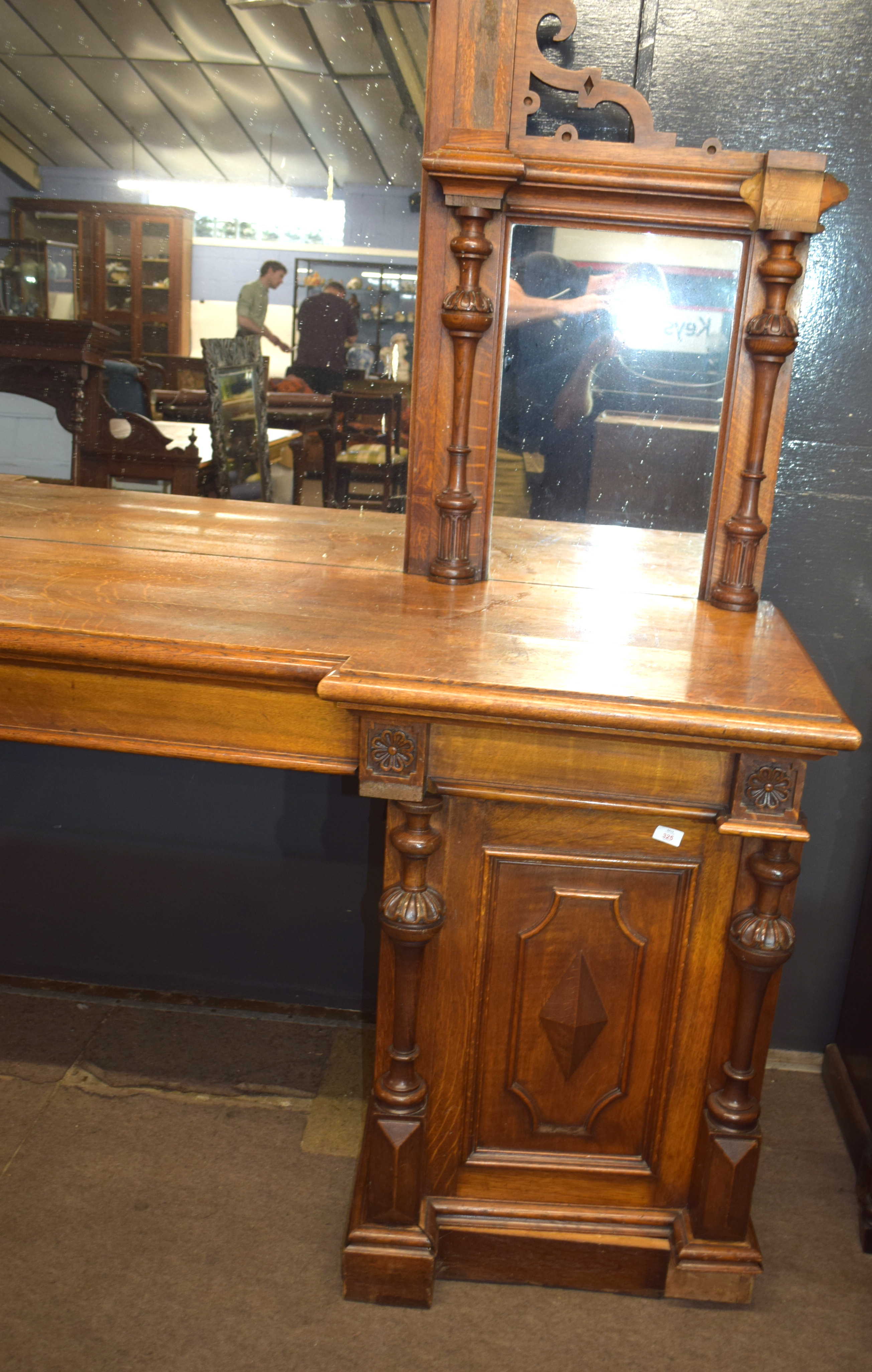 Very large and imposing Victorian Oak mirror back sideboard, back panel with three mirror plates and - Image 3 of 7