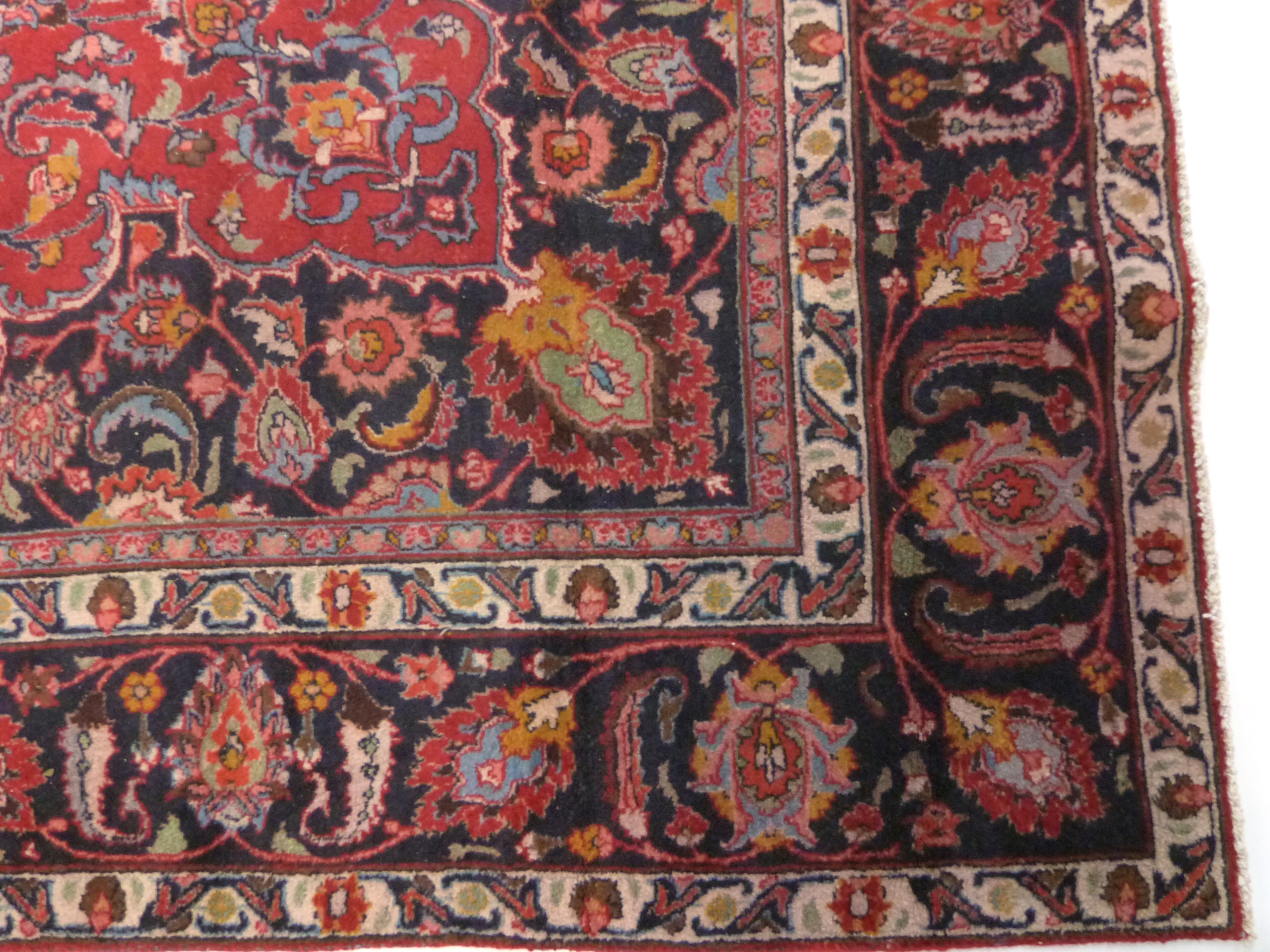 Large red ground Persian Mashad Carpet, mutlicoloured with traditional design 388cm x 270cm approx - Image 4 of 7