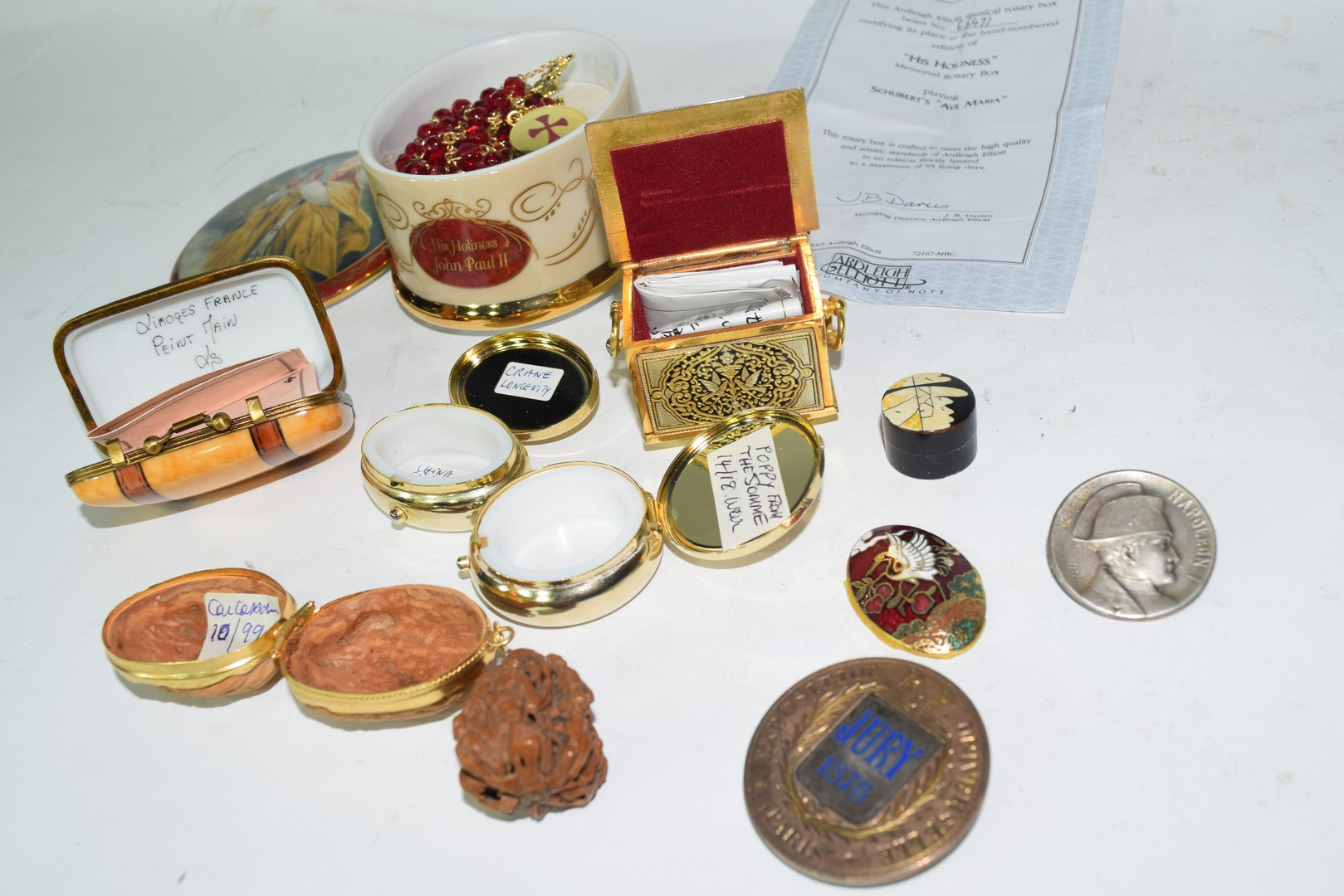Ralph W Cowan memorial porcelain rosary box etc - Image 5 of 7